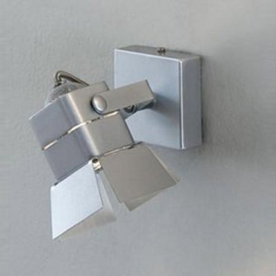Citilux CL526511S Светильник поворотный спотОдиночные<br>Светильники-споты – это оригинальные изделия с современным дизайном. Они позволяют не ограничивать свою фантазию при выборе освещения для интерьера. Такие модели обеспечивают достаточно качественный свет. Благодаря компактным размерам Вы можете использовать несколько спотов для одного помещения.  Интернет-магазин «Светодом» предлагает необычный светильник-спот Citilux CL526511S по привлекательной цене. Эта модель станет отличным дополнением к люстре, выполненной в том же стиле. Перед оформлением заказа изучите характеристики изделия.  Купить светильник-спот Citilux CL526511S в нашем онлайн-магазине Вы можете либо с помощью формы на сайте, либо по указанным выше телефонам. Обратите внимание, что у нас склады не только в Москве и Екатеринбурге, но и других городах России.<br><br>S освещ. до, м2: 3<br>Тип лампы: галогенная / LED-светодиодная<br>Тип цоколя: GU10<br>Количество ламп: 1<br>MAX мощность ламп, Вт: 50<br>Размеры: Основание 7х7см, Размер головки 8см<br>Высота, мм: 80<br>Поверхность арматуры: глянцевый<br>Цвет арматуры: серебристый