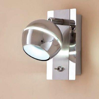 Citilux Раймонд CL555511 Светильник поворотный спотОдиночные<br>Светильники-споты – это оригинальные изделия с современным дизайном. Они позволяют не ограничивать свою фантазию при выборе освещения для интерьера. Такие модели обеспечивают достаточно качественный свет. Благодаря компактным размерам Вы можете использовать несколько спотов для одного помещения.  Интернет-магазин «Светодом» предлагает необычный светильник-спот Citilux CL555511 по привлекательной цене. Эта модель станет отличным дополнением к люстре, выполненной в том же стиле. Перед оформлением заказа изучите характеристики изделия.  Купить светильник-спот Citilux CL555511 в нашем онлайн-магазине Вы можете либо с помощью формы на сайте, либо по указанным выше телефонам. Обратите внимание, что у нас склады не только в Москве и Екатеринбурге, но и других городах России.<br><br>S освещ. до, м2: 2<br>Цветовая t, К: 3000<br>Тип лампы: LED - светодиодная<br>Тип цоколя: LED<br>Цвет арматуры: серебристый<br>Количество ламп: 1<br>Ширина, мм: 90<br>Размеры: LED 5W<br>Расстояние от стены, мм: 145<br>Высота, мм: 160<br>Поверхность арматуры: глянцевый<br>MAX мощность ламп, Вт: 5