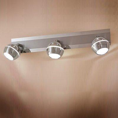 Citilux Раймонд CL555531 Светильник поворотный спотТройные<br>Светильники-споты – это оригинальные изделия с современным дизайном. Они позволяют не ограничивать свою фантазию при выборе освещения для интерьера. Такие модели обеспечивают достаточно качественный свет. Благодаря компактным размерам Вы можете использовать несколько спотов для одного помещения.  Интернет-магазин «Светодом» предлагает необычный светильник-спот Citilux CL555531 по привлекательной цене. Эта модель станет отличным дополнением к люстре, выполненной в том же стиле. Перед оформлением заказа изучите характеристики изделия.  Купить светильник-спот Citilux CL555531 в нашем онлайн-магазине Вы можете либо с помощью формы на сайте, либо по указанным выше телефонам. Обратите внимание, что у нас склады не только в Москве и Екатеринбурге, но и других городах России.<br><br>S освещ. до, м2: 1<br>Цветовая t, К: 3000<br>Тип лампы: LED - светодиодная<br>Тип цоколя: LED<br>Количество ламп: 3<br>Ширина, мм: 500<br>MAX мощность ламп, Вт: 5<br>Размеры: LED 5W<br>Расстояние от стены, мм: 150<br>Высота, мм: 90<br>Поверхность арматуры: глянцевый<br>Цвет арматуры: серебристый