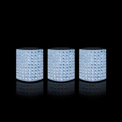 Светодиодные свечи ФАZA CL6-SET3s серебро (3шт)Светодиодные свечи<br>Комплект 3-х светодиодных свечей c инкрустацией<br>Предназначены для декоративного освещения внутри помещений<br>Готовы к работе (батарейки в комплекте)<br>Безопасны, нет дыма и копоти<br>Экономичны<br><br>Тип лампы: LED<br>Диаметр, мм мм: 52<br>Высота, мм: 60