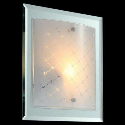 Светильник Maytoni C801-CL-01-N Modern Diadaквадратные светильники<br>У вас есть загородный дом с высокими потолками, и вы не можете подобрать соответствующую люстру? Тогда взгляните на представленное фото. Настенно потолочная люстра по форме напоминает сплющенную окружность, которая украшена металлическими завитками золотого цвета. В настенно-потолочной люстре Maytoni Geometry C801-CL-01-N инженеры компании Maytoni решили использовать лампы накаливания с цоколем Е14, которые не входят в стоимость товара. Несмотря на небольшую цену, этот осветительный прибор будет радовать вас не только своей безупречной работой, но и своим дизайном, который подчеркнет ваш интерьер. Купить это изделие от немецкой фирмы Майтони вы всегда можете у нас.<br><br>S освещ. до, м2: 4<br>Тип лампы: накаливания / энергосбережения / LED-светодиодная<br>Тип цоколя: E27<br>Цвет арматуры: серебристый<br>Количество ламп: 1<br>Ширина, мм: 270<br>Выступ, мм: 90<br>Длина, мм: 270<br>MAX мощность ламп, Вт: 60