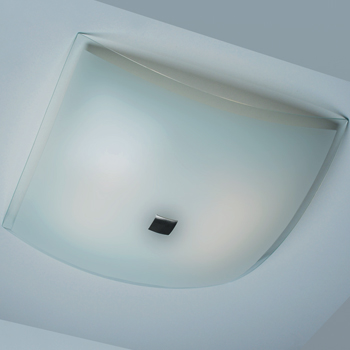 Citilux Лайн CL932021 Светильник настенно-потолочныйквадратные светильники<br>Настенно потолочный светильник Citilux (Ситилюкс) CL932021  подходит как для установки в вертикальном положении - на стены, так и для установки в горизонтальном - на потолок. Для установки настенно потолочных светильников на натяжной потолок необходимо использовать светодиодные лампы LED, которые экономнее ламп Ильича (накаливания) в 10 раз, выделяют мало тепла и не дадут расплавиться Вашему потолку.<br><br>S освещ. до, м2: 26<br>Тип лампы: накаливания / энергосбережения / LED-светодиодная<br>Тип цоколя: E27<br>Цвет арматуры: серебристый<br>Количество ламп: 4<br>Ширина, мм: 500<br>Размеры: Габариты<br>Высота, мм: 130<br>Поверхность арматуры: глянцевый<br>MAX мощность ламп, Вт: 100