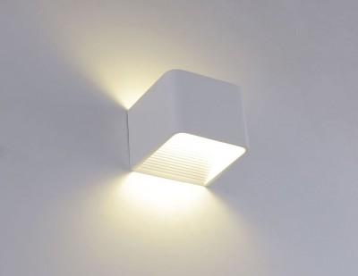 Светильник настенный бра Crystal lux CLT 010W100 WH 1400/400Хай-тек<br><br><br>Цветовая t, К: 4000K<br>Тип цоколя: LED<br>Количество ламп: 1<br>Ширина, мм: 100<br>MAX мощность ламп, Вт: 3<br>Длина, мм: 100<br>Высота, мм: 70<br>Цвет арматуры: Белый