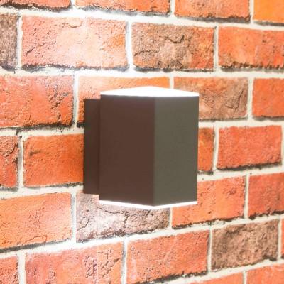 Citilux CLU0002 Уличный настенный светильникНастенные<br>Обеспечение качественного уличного освещения – важная задача для владельцев коттеджей. Компания «Светодом» предлагает современные светильники, которые порадуют Вас отличным исполнением. В нашем каталоге представлена продукция известных производителей, пользующихся популярностью благодаря высокому качеству выпускаемых товаров.   Уличный светильник Citilux CLU0002 не просто обеспечит качественное освещение, но и станет украшением Вашего участка. Модель выполнена из современных материалов и имеет влагозащитный корпус, благодаря которому ей не страшны осадки.   Купить уличный светильник Citilux CLU0002, представленный в нашем каталоге, можно с помощью онлайн-формы для заказа. Чтобы задать имеющиеся вопросы, звоните нам по указанным телефонам.<br><br>Цветовая t, К: 4000K<br>Тип лампы: LED-светодиодная<br>Тип цоколя: LED<br>Количество ламп: 6<br>Ширина, мм: 115<br>Длина, мм: 80<br>Высота, мм: 135<br>MAX мощность ламп, Вт: 1