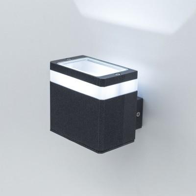 Citilux CLU0005 Уличный настенный светильникНастенные<br>Обеспечение качественного уличного освещения – важная задача для владельцев коттеджей. Компания «Светодом» предлагает современные светильники, которые порадуют Вас отличным исполнением. В нашем каталоге представлена продукция известных производителей, пользующихся популярностью благодаря высокому качеству выпускаемых товаров.   Уличный светильник Citilux CLU0005 не просто обеспечит качественное освещение, но и станет украшением Вашего участка. Модель выполнена из современных материалов и имеет влагозащитный корпус, благодаря которому ей не страшны осадки.   Купить уличный светильник Citilux CLU0005, представленный в нашем каталоге, можно с помощью онлайн-формы для заказа. Чтобы задать имеющиеся вопросы, звоните нам по указанным телефонам. Мы доставим Ваш заказ не только в Москву и Екатеринбург, но и другие города.<br><br>Цветовая t, К: 4000K<br>Тип лампы: LED-светодиодная<br>Тип цоколя: LED<br>Ширина, мм: 110<br>MAX мощность ламп, Вт: 6<br>Длина, мм: 90<br>Высота, мм: 100