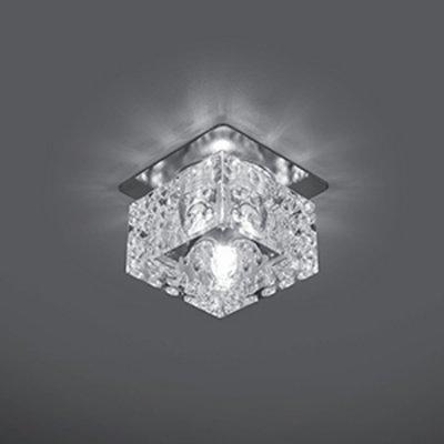 Светильник Gauss Crystal CR025, G9Декоративные<br>Встраиваемые светильники – популярное осветительное оборудование, которое можно использовать в качестве основного источника или в дополнение к люстре. Они позволяют создать нужную атмосферу атмосферу и привнести в интерьер уют и комфорт.   Интернет-магазин «Светодом» предлагает стильный встраиваемый светильник Gauss Crystal CR025. Данная модель достаточно универсальна, поэтому подойдет практически под любой интерьер. Перед покупкой не забудьте ознакомиться с техническими параметрами, чтобы узнать тип цоколя, площадь освещения и другие важные характеристики.   Приобрести встраиваемый светильник Gauss Crystal CR025 в нашем онлайн-магазине Вы можете либо с помощью «Корзины», либо по контактным номерам. Мы развозим заказы по Москве, Екатеринбургу и остальным российским городам.<br><br>S освещ. до, м2: 3<br>Тип лампы: галогенная<br>Тип цоколя: G9<br>Количество ламп: 1<br>Ширина, мм: 70<br>MAX мощность ламп, Вт: 50<br>Диаметр врезного отверстия, мм: 50<br>Высота, мм: 80<br>Цвет арматуры: серебристый