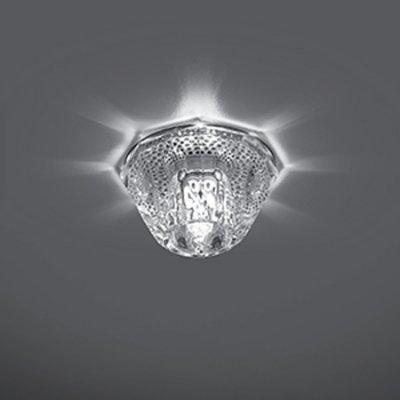 Светильник Gauss Crystal CR026 Кристал, G9Декоративные<br>Встраиваемые светильники – популярное осветительное оборудование, которое можно использовать в качестве основного источника или в дополнение к люстре. Они позволяют создать нужную атмосферу атмосферу и привнести в интерьер уют и комфорт.   Интернет-магазин «Светодом» предлагает стильный встраиваемый светильник Gauss Crystal CR026. Данная модель достаточно универсальна, поэтому подойдет практически под любой интерьер. Перед покупкой не забудьте ознакомиться с техническими параметрами, чтобы узнать тип цоколя, площадь освещения и другие важные характеристики.   Приобрести встраиваемый светильник Gauss Crystal CR026 в нашем онлайн-магазине Вы можете либо с помощью «Корзины», либо по контактным номерам. Мы развозим заказы по Москве, Екатеринбургу и остальным российским городам.<br><br>S освещ. до, м2: 3<br>Тип лампы: галогенная<br>Тип цоколя: G9<br>Количество ламп: 1<br>MAX мощность ламп, Вт: 50<br>Диаметр, мм мм: 80<br>Диаметр врезного отверстия, мм: 55<br>Высота, мм: 70<br>Цвет арматуры: серебристый