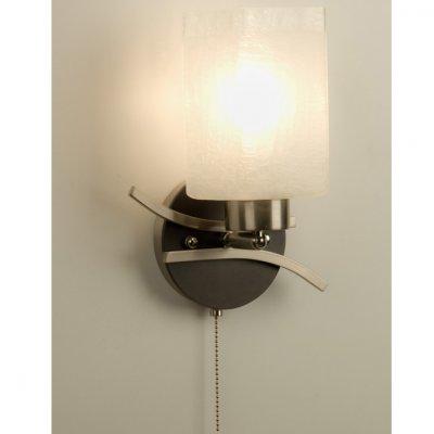 Citilux Мерида CL142311 Светильник настенный браСовременные<br>Компактный настенный светильник Citilux CL142311 – идеальное дополнение к световому оформлению современного интерьера! «Минималистичная» конструкция, «геометрическая» форма плафона и эффектное сочетание бронзового и белого оттенков создают стильный образ, который внесет в комнату «изюминку» и «завершенность». Бра наиболее эффектно смотрятся в комплекте из нескольких экземпляров, которые можно комбинировать любым образом – симметрично закрепить по сторонам вокруг зеркала или «хаотично» развесить их по всей стене – все зависит от Ваших замыслов и фантазии. В качестве основного источника света рекомендуем использовать потолочный светильник из этой же серии.<br><br>S освещ. до, м2: 5<br>Крепление: настенное<br>Тип лампы: накаливания / энергосбережения / LED-светодиодная<br>Тип цоколя: E27<br>Цвет арматуры: серебристый, венге<br>Количество ламп: 1<br>Ширина, мм: 220<br>Размеры: Ширина 22см, Высота 25см, Глубина 15см, с выключателем<br>Длина, мм: 600<br>Расстояние от стены, мм: 250<br>Высота, мм: 250<br>Поверхность арматуры: глянцевый<br>Оттенок (цвет): белый<br>MAX мощность ламп, Вт: 75