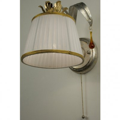 Citilux Кремона CL406311 Светильник настенный браПод заказ<br><br><br>S освещ. до, м2: 4<br>Тип лампы: накаливания / энергосбережения / LED-светодиодная<br>Тип цоколя: E27<br>Количество ламп: 1<br>Ширина, мм: 200<br>MAX мощность ламп, Вт: 60<br>Размеры: Высота 21см, Ширина 20см, Глубина 24см, Выключатель с цепочкой, Комбинированный цвет (золочение+серебрение), Абажуры светло-кремовые с золотой лентой.<br>Расстояние от стены, мм: 240<br>Высота, мм: 210<br>Поверхность арматуры: матовый<br>Цвет арматуры: серебристый с золотом