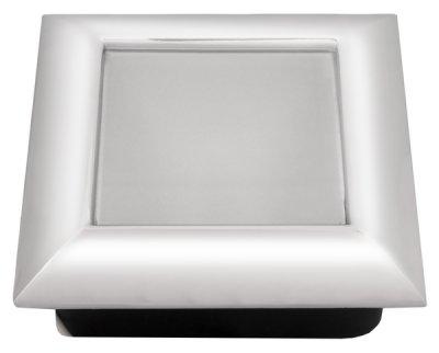 Светильник DL-50 + лампа G4 20w хромКвадратные<br>Встраиваемые светильники – популярное осветительное оборудование, которое можно использовать в качестве основного источника или в дополнение к люстре. Они позволяют создать нужную атмосферу атмосферу и привнести в интерьер уют и комфорт.   Интернет-магазин «Светодом» предлагает стильный встраиваемый светильник Degran DL-50 + лампа G4 20w хром. Данная модель достаточно универсальна, поэтому подойдет практически под любой интерьер. Перед покупкой не забудьте ознакомиться с техническими параметрами, чтобы узнать тип цоколя, площадь освещения и другие важные характеристики.   Приобрести встраиваемый светильник Degran DL-50 + лампа G4 20w хром в нашем онлайн-магазине Вы можете либо с помощью «Корзины», либо по контактным номерам. Мы развозим заказы по Москве, Екатеринбургу и остальным российским городам.<br><br>Тип лампы: галогенная<br>Тип цоколя: G4<br>Ширина, мм: 95<br>MAX мощность ламп, Вт: 20<br>Диаметр врезного отверстия, мм: 90 x 75<br>Длина, мм: 95