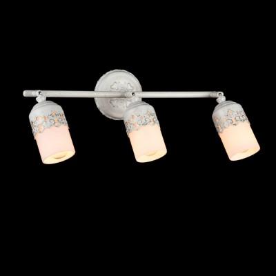 Светильник Maytoni ECO562-03-WТройные<br>Светильники-споты – это оригинальные изделия с современным дизайном. Они позволяют не ограничивать свою фантазию при выборе освещения для интерьера. Такие модели обеспечивают достаточно качественный свет. Благодаря компактным размерам Вы можете использовать несколько спотов для одного помещения.  Интернет-магазин «Светодом» предлагает необычный светильник-спот Maytoni ECO562-03-W по привлекательной цене. Эта модель станет отличным дополнением к люстре, выполненной в том же стиле. Перед оформлением заказа изучите характеристики изделия.  Купить светильник-спот Maytoni ECO562-03-W в нашем онлайн-магазине Вы можете либо с помощью формы на сайте, либо по указанным выше телефонам. Обратите внимание, что у нас склады не только в Москве и Екатеринбурге, но и других городах России.<br><br>S освещ. до, м2: 6<br>Тип лампы: Накаливания / энергосбережения / светодиодная<br>Тип цоколя: E14<br>Цвет арматуры: белый с золотистой патиной<br>Количество ламп: 3<br>Ширина, мм: 440<br>Расстояние от стены, мм: 230<br>Высота, мм: 106<br>MAX мощность ламп, Вт: 40