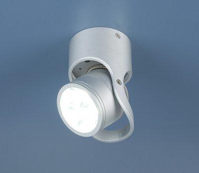Светильник Электростандарт 8303 LED хромодиночные споты<br>Встраиваемые светильники – популярное осветительное оборудование, которое можно использовать в качестве основного источника или в дополнение к люстре. Они позволяют создать нужную атмосферу атмосферу и привнести в интерьер уют и комфорт. <br> Интернет-магазин «Светодом» предлагает стильный встраиваемый светильник Электростандарт Elektrostandart 8303 LED хром. Данная модель достаточно универсальна, поэтому подойдет практически под любой интерьер. Перед покупкой не забудьте ознакомиться с техническими параметрами, чтобы узнать тип цоколя, площадь освещения и другие важные характеристики. <br> Приобрести встраиваемый светильник Электростандарт Elektrostandart 8303 LED хром в нашем онлайн-магазине Вы можете либо с помощью «Корзины», либо по контактным номерам. Мы развозим заказы по Москве, Екатеринбургу и остальным российским городам.