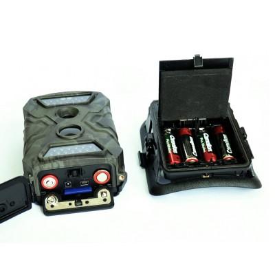 Фотоловушка FE-AC100 Falcon eyeФотоловушки<br>Описание:<br>Фото/Видео ловушкаFalcon EyeFE-AC100 это камера наблюдения за животными, используется для записи изображения при срабатывании датчика движения. Любому охотнику не надо сутками сидеть в засаде, чтобы определить сколько и какие животные пользуются лесной тропой, достаточно установить подобный автоматический регистратор и только проверять содержимое памяти. С помощью FE-AC100 можно определить стоит ли докладывать корм в кормушку и многое другое. Фотоловушка прекрасно справляется со своими задачами и в ночное время с помощью ИК подсветки до 20 метров. На цветном дисплее, размером 2 дюйма, можно просмотреть изображение в качестве 720 P. Данная модель работает при температуре -30° до +50°C при влажности 5%-90% и идеально подходит для использования в российских условиях.<br>Характеристики:<br>Матрица: 5 MegaPixels Color CMOS<br>Разрешение видео: 720P, 610Х320, 320Х160<br>Цветной дисплей<br>Автоматический ИК фильтр<br>ИК подсветка: 20 метров<br>Время срабатывания: 0,8-1 сек<br>Замедленная съемка<br>Питание батареи: 6V (8шт. АА) или адаптер: 12V<br>Поддержка SD карт до 32 Gb<br>Рабочая температура: от -30° до +50°C, влажность: 5%-90%<br>