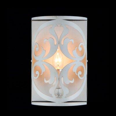 Светильник Maytoni H899-01-W H899Современные<br><br><br>S освещ. до, м2: 4<br>Тип лампы: накаливания / энергосбережения / LED-светодиодная<br>Тип цоколя: E14<br>Количество ламп: 1<br>Ширина, мм: 180<br>MAX мощность ламп, Вт: 60<br>Расстояние от стены, мм: 180<br>Высота, мм: 270<br>Цвет арматуры: золотой