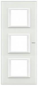 Legrand Bticino Axolute HA4802M3VBB Рамка Белое стекло 2+2+2 мод прямоугольная вертикальнаяBT Axolute White glass/VBB<br>Технические характеристики<br>Цвет: Белое стекло.<br>Форма: Прямоугольник.<br>Ориентация: Вертикальная.<br>Размер: 2+2+2 модуля.<br>Дополнительная информация:<br>Рамка.<br><br>Оттенок (цвет): белый