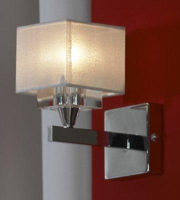 Светильник настенный бра Lussole LSA-4501-01 CISLAGOСовременные<br>«Строгие» геометрические формы, «минимализм» и отсутствие декоративных элементов делают настенный светильник Lussole lsa-4501-01 ярким образцом стилей «модерн» и «хай-тек» в интерьере. Квадратная конструкция плафона повторяется в креплении, что выглядит гармонично и эффектно. Использование в качестве материалов металла и стекла подчеркивает современный облик светильника, делая его «четким» и совершенным. Наиболее «выигрышно» бра смотрится в комплекте из нескольких экземпляров и люстрой из этой же серии, делая пространство комнаты «цельным», стильным и запоминающимся.<br><br>S освещ. до, м2: 3<br>Тип лампы: галогенная / LED-светодиодная<br>Тип цоколя: G9<br>Цвет арматуры: серебристый<br>Количество ламп: 1<br>Ширина, мм: 100<br>Длина, мм: 170<br>Высота, мм: 200<br>MAX мощность ламп, Вт: 40