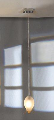 Светильник Lussole LSA-6105-01 Laubello никельОдиночные<br>Подвесной светильник Lussole LSA-6105-01 Laubello отлично справится с задачей дополнительной подсветки небольшой по площади (до 3 кв.м.) зоны, например, рабочего места, журнального столика, кресла и т.п. Выполненный в «минималистичном» стиле, без дополнительных декоративных элементов, он выглядит элегантно и привлекательно за счет оригинальной форма плафона и модных «металлических» оттенков. Рекомендуем Вам использовать светильник в ансамбле с другими световыми приборами из этой серии – настенными бра и торшером, чтобы пространство выглядело объединенным и выдержанным в одном стиле.<br><br>S освещ. до, м2: 3<br>Тип лампы: накаливания / энергосбережения / LED-светодиодная<br>Тип цоколя: E14<br>Количество ламп: 1<br>MAX мощность ламп, Вт: 40W<br>Диаметр, мм мм: 100<br>Высота, мм: 400-110<br>Оттенок (цвет): белый<br>Цвет арматуры: никель