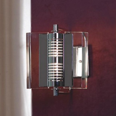 Светильник Lussole LSA-8301-01 Aquileia хромХай-тек<br>Отличный светильник LUSSOLE LSA-8301-01 AQUILEIA будет прекрасно смотреться в любом современном интерьере как самостоятельно, так и в комплекте с другими светильниками из этой серии! Его конструкция стильная и наполнена деталями, прозрачный плафон создает направленное и яркое освещение, сочетание металла и стекла гармонично дополняет весь образ и делает его законченным и совершенным. Этот светильник украсит ваш интерьер!<br><br>S освещ. до, м2: 7<br>Тип лампы: галогенная / LED-светодиодная<br>Тип цоколя: R7S<br>Количество ламп: 1<br>Ширина, мм: 250<br>MAX мощность ламп, Вт: 150<br>Расстояние от стены, мм: 220<br>Высота, мм: 300<br>Оттенок (цвет): кристальный<br>Цвет арматуры: хром