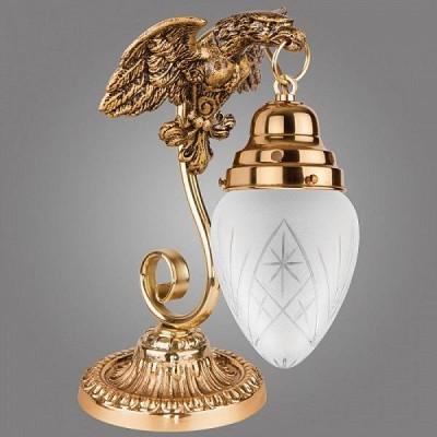 Kemar OURO GOLD LSA25/M настольный светильникКлассические настольные лампы<br>Настольная лампа – это не просто источник дополнительного освещения, но и оригинальный элемент декора. Его можно установить в спальне, гостиной, кабинете и других комнатах. Интернет-магазин «Светодом» предлагает настольные лампы разных стилей по доступным ценам. Благодаря большому ассортименту Вы обязательно найдете в нашем каталоге именно ту модель, которую искали.   Настольная лампа Kemar LSA25/M – прекрасный вариант для завершения интерьера. Ее можно включить одновременно с люстрой для более яркого освещения или без нее для создания уютной атмосферы, настраивающей на отдых.   Купить настольную лампу Kemar LSA25/M Вы можете с помощью виртуальной «Корзины» или по контактным номерам, указанным на сайте.<br><br>Крепление: Настольное<br>Тип цоколя: E27<br>Цвет арматуры: золотой<br>Количество ламп: 1<br>Размеры: размер коробки 23x23x37см.<br>Длина, мм: 320<br>Высота, мм: 330<br>MAX мощность ламп, Вт: 60