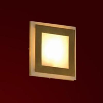 Светильник Lussole LSC-0311-01 Reggiani золото матовыйКвадратные<br>Настенно потолочный светильник Lussole (Люссоль) LSC-0311-01  подходит как для установки в вертикальном положении - на стены, так и для установки в горизонтальном - на потолок. Для установки настенно потолочных светильников на натяжной потолок необходимо использовать светодиодные лампы LED, которые экономнее ламп Ильича (накаливания) в 10 раз, выделяют мало тепла и не дадут расплавиться Вашему потолку.<br><br>S освещ. до, м2: 4<br>Тип лампы: галогенная / LED-светодиодная<br>Тип цоколя: G9<br>Количество ламп: 1<br>MAX мощность ламп, Вт: 50<br>Диаметр, мм мм: 160<br>Расстояние от стены, мм: 60<br>Оттенок (цвет): белый<br>Цвет арматуры: золотой