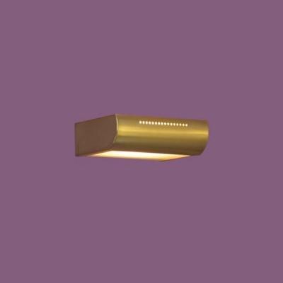 Светильник Lussole LSC-0841-01 Quadri золото матовыйМодерн<br>Настенно-потолочные светильники подходят как для установки на стены, так и для установки на потолок. Для установки настенно-потолочные светильники на натяжные потолки необходимо<br><br>S освещ. до, м2: 7<br>Тип лампы: галогенная / LED-светодиодная<br>Тип цоколя: R7S<br>Количество ламп: 1<br>Ширина, мм: 150<br>MAX мощность ламп, Вт: 100<br>Расстояние от стены, мм: 110<br>Высота, мм: 50<br>Оттенок (цвет): белый<br>Цвет арматуры: золотой