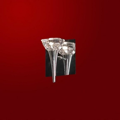 Светильник Lussole LSC-6101-01 Montagano хромМодерн<br>Замечательный настенный светильник LUSSOLE LSC-6101-01 MONTAGANO, напоминающий по своей форме рожок с мороженым, превосходно впишется в любой современный интерьер! Металлическое квадратное крепление отражает свет, делая его еще более ярким, плафон в виде чаши создает направленное освещение, а стильное сочетание металлической конструкции и прозрачного кристалла делает светильник желанным приобретением для любой комнаты!<br><br>S освещ. до, м2: 3<br>Тип лампы: галогенная / LED-светодиодная<br>Тип цоколя: G4<br>Количество ламп: 1<br>Ширина, мм: 150<br>MAX мощность ламп, Вт: 35<br>Расстояние от стены, мм: 150<br>Высота, мм: 180<br>Оттенок (цвет): кристальный<br>Цвет арматуры: серебристый хром