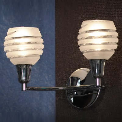 Светильник Lussole lsc-9301-02Современные<br>Настенный светильник Lussole lsc-9301-02 – это великолепный образец стиля «модерн»! В нем гармонично и эффектно сочетаются современная конструкция, металлические и стеклянные детали и «универсальные» светлые оттенки. Плафоны украшены резным «спиралевидным» рисунком, в котором прозрачные полосы чередуются с матовыми. Лучи, проходя через эти полосы, создают красивое, «мягкое» освещение, комфортное для зрения. Благодаря двум источника света, бра можно использовать для подсветки «парных» поверхностей, например, повесить его над двуспальной кроватью, чтобы освещать и левую и правую стороны. Чтобы интерьер выглядел стильным, продуманным и уютным, рекомендуем также использовать люстру и настольную лампу из этой же серии.<br><br>S освещ. до, м2: 6<br>Тип лампы: накаливания / энергосбережения / LED-светодиодная<br>Тип цоколя: E14<br>Количество ламп: 2<br>Ширина, мм: 180<br>MAX мощность ламп, Вт: 40<br>Длина, мм: 310<br>Высота, мм: 180<br>Цвет арматуры: серебристый