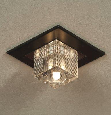 Точечный встраиваемый светильник Lussole LSF-1300-01 NOTTE DI LUNAКвадратные<br>Светильник LUSSOLE LSF-1300-01 NOTTE DI LUNA лучше всего использовать с несколькими такими же светильниками в наборе в случае, если вам необходимо зрительно расширить помещение - достаточно вмонтировать их по периметру в подвесной потолок так, чтобы освещение падало на стены. Кроме того, во многих современных стилях интерьеров чаще всего полностью отсутствуют потолочные люстры, и освещение также создается с помощью встраиваемых светильников. Они просты в установке, компактны и очень удобны для применения в любых помещениях.<br><br>S освещ. до, м2: 3<br>Тип лампы: галогенная<br>Тип цоколя: G9<br>Цвет арматуры: серебристый<br>Количество ламп: 1<br>Ширина, мм: 130<br>Длина, мм: 130<br>MAX мощность ламп, Вт: 40