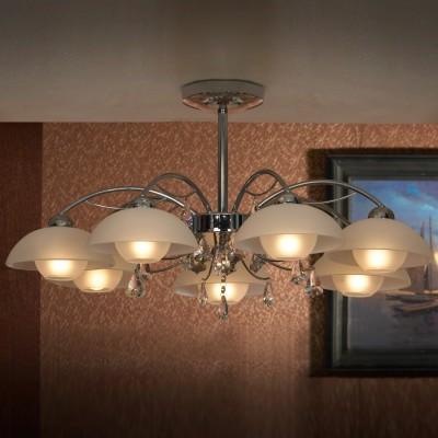 Люстра Lussole lsf-1513-07Подвесные<br>Великолепная подвесная люстра Lussole lsf-1513-07 всегда будет привлекать к себе восхищенное внимание Ваших гостей и по праву займет центральное место в интерьере! Семь прозрачных плафонов создают яркое освещение на площади до 19 кв.м., поэтому наиболее оптимально светильник будет функционировать в большой комнате, например, гостиной, кухне-столовой и т.п. Хрустальные подвески прекрасно дополняют конструкцию, придавая ей «мягкость» и изысканный облик. Эту люстру можно использовать в любой цветовой гамме комнаты - она будет идеально гармонировать и с яркими и с пастельными тонами.<br><br>Установка на натяжной потолок: Да<br>S освещ. до, м2: 19<br>Крепление: Планка<br>Тип товара: Люстра подвесная<br>Скидка, %: 22<br>Тип лампы: накаливания / энергосбережения / LED-светодиодная<br>Тип цоколя: E14<br>Количество ламп: 7<br>MAX мощность ламп, Вт: 40<br>Диаметр, мм мм: 700<br>Высота, мм: 370<br>Цвет арматуры: серебристый