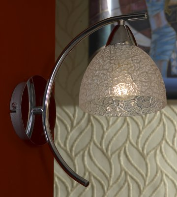 Светильник Lussole lsf-1601-01Тиффани<br>Наиболее «цельный» и законченный облик интерьеру придают настенные бра, поэтому к их выбору необходимо подходить, тщательно продумав все детали. Светильник Lussole lsf-1601-01 сделает этот выбор более легким, т.к. содержит в себе все, чтобы комната стала красивой, стильной и уютной! Эффектное сочетание металлических элементов и оригинальной конструкции подчеркивает изящный плафон «тиффани»: как будто собранный из кусочков стекла, он привлекает внимание и завораживает безупречным видом. Наиболее функционально использовать бра в качестве подсветки прикроватной тумбочки, кресла или журнального столика, т.к. крепление расположено довольно далеко от стены, и основной поток освещения направлен вниз.<br><br>S освещ. до, м2: 4<br>Тип товара: Светильник настенный бра<br>Скидка, %: 25<br>Тип лампы: накаливания / энергосбережения / LED-светодиодная<br>Тип цоколя: E27<br>Количество ламп: 1<br>Ширина, мм: 150<br>MAX мощность ламп, Вт: 60<br>Длина, мм: 270<br>Высота, мм: 300<br>Цвет арматуры: серебристый