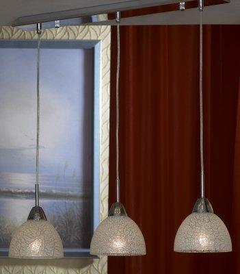 Люстра Lussole lsf-1606-03Подвесные<br>Подвесной светильник Lussole lsf-1606-03 по праву займет центральное место в комнате и будет являться основополагающим предметом интерьера – в нем удачно сочетается современная «минималистичная» конструкция и изящные, эффектные плафоны в стиле «тиффани»! Лучи, проникая через стеклянные «кусочки», «дробятся» и создают красивое, «искристое» освещение на площади до 12 кв.м. «Вытянутая» форма особенно выигрышно будет смотреться над похожими предметами, например, кроватью, барной стойкой или прямоугольным столом. Рекомендуем Вам использовать светильник совместно с комплектом настенных бра из этой же серии, тогда интерьер будет выглядеть «законченным» и совершенным, как будто над ним поработал профессиональный дизайнер.<br><br>Установка на натяжной потолок: Да<br>S освещ. до, м2: 12<br>Крепление: Планка<br>Тип лампы: накаливания / энергосбережения / LED-светодиодная<br>Тип цоколя: E27<br>Количество ламп: 3<br>Ширина, мм: 150<br>MAX мощность ламп, Вт: 60<br>Длина, мм: 650<br>Высота, мм: 950<br>Цвет арматуры: серебристый