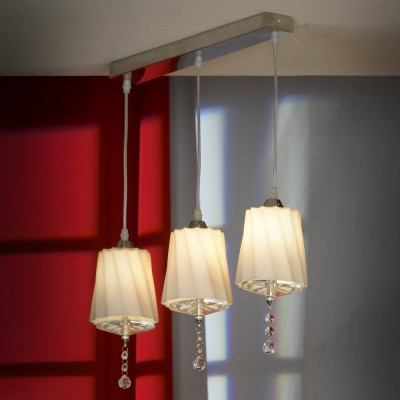 Светильник подвесной Lussole LSF-7406-03 LORETOТройные<br>Подвесной светильник Lussole Lsf-7406-03 сочетает в себе лучшие черты современных стилей оформления интерьера! Трапециевидные «витые» плафоны, выполненные в «теплых» оттенках и украшенные стеклянными подвесками, создают направленное, яркое освещение, комфортное для зрения. «Вытянутая» конструкция позволяет светильнику идеально подойти в качестве подсветки аналогичной поверхности, например, барной стойки, прямоугольного стола, комода и т.п. Чтобы интерьер выглядел «цельным» и уютным, рекомендуем Вам<br><br>S освещ. до, м2: 6<br>Тип цоколя: G9<br>Количество ламп: 3<br>MAX мощность ламп, Вт: 40