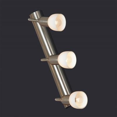 Светильник Lussole LSL-7700-03 Barete никельТройные<br>Все светильники серии LUSSOLE BARETTE являются спотами, т.е. имеют несколько степеней свободы, что позволяет поворачивать их в нескольких направлениях. Этот светильник предназначен для освещения большей площади, так как имеет три плафона. Благодаря современной конструкции и цветовой гамме, он подчеркнет интерьер в стиле «модерн» или «хай-тек», и будет в нем одной из главных деталей!<br><br>S освещ. до, м2: 8<br>Тип лампы: накал-я - энергосбер-я<br>Тип цоколя: E14cs<br>Количество ламп: 3<br>Ширина, мм: 70<br>MAX мощность ламп, Вт: 40<br>Расстояние от стены, мм: 290<br>Высота, мм: 400<br>Оттенок (цвет): белый<br>Цвет арматуры: серый