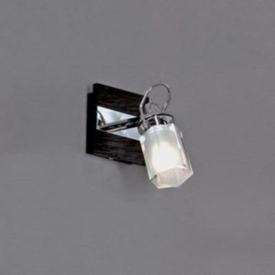 Светильник Lussole LSL-7901-01 Abruzzi хромОдиночные<br>Светильник LUSSOLE LSL-7901-01 ABRUZZI хром Если вы хотите осветить конкретную небольшую зону, например, зеркало или стеклянную полку, то этот настенный светильник будет идеальным для вас решением. Благодаря способности плафона поворачиваться в нескольких направлениях, можно менять и регулировать степень освещения, делая его ярким либо мягким и рассеянным. Современная форма и сочетание цветов позволяют поместить светильник в интерьер в стиле хай-тек и модерн.<br><br>S освещ. до, м2: 3<br>Тип лампы: галогенная / LED-светодиодная<br>Тип цоколя: G9<br>Количество ламп: 1<br>Ширина, мм: 150<br>MAX мощность ламп, Вт: 40<br>Расстояние от стены, мм: 170<br>Высота, мм: 100<br>Оттенок (цвет): белый<br>Цвет арматуры: серебристый