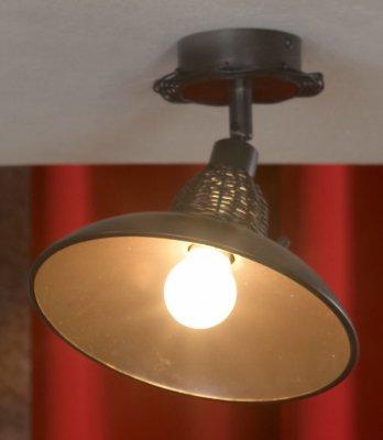 Светильник Lussole Lsn-1077-01Одиночные<br>Светильники-споты – это оригинальные изделия с современным дизайном. Они позволяют не ограничивать свою фантазию при выборе освещения для интерьера. Такие модели обеспечивают достаточно качественный свет. Благодаря компактным размерам Вы можете использовать несколько спотов для одного помещения.  Интернет-магазин «Светодом» предлагает необычный светильник-спот Lussole LSN-1077-01 по привлекательной цене. Эта модель станет отличным дополнением к люстре, выполненной в том же стиле. Перед оформлением заказа изучите характеристики изделия.  Купить светильник-спот Lussole LSN-1077-01 в нашем онлайн-магазине Вы можете либо с помощью формы на сайте, либо по указанным выше телефонам. Обратите внимание, что у нас склады не только в Москве и Екатеринбурге, но и других городах России.<br><br>S освещ. до, м2: 2<br>Тип лампы: Накаливания<br>Тип цоколя: E14<br>Количество ламп: 1<br>MAX мощность ламп, Вт: 40<br>Диаметр, мм мм: 210<br>Высота, мм: 210