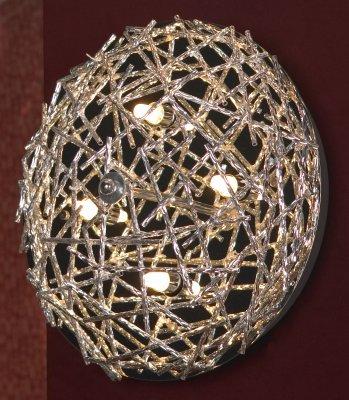 Светильник Lussole LSQ-0602-04Круглые<br>Оригинальный настенно-потолочный светильник Lussole LSQ-0602-04 станет украшением интерьера, оформленного в современном стиле! Объемный плафон, выполненный в виде «сетки», привлекает к себе внимание, и может играть роль самостоятельного элемента декора комнаты. Галогенные лампы, используемые в качестве источников света, имеют длительный срок службы, высокую яркость, и безопасны для здоровья и окружающей среды. Для того, чтобы интерьер выглядел «цельным», гармоничным и совершенным, рекомендуем Вам использовать светильник в комплекте из нескольких экземпляров для установки на стене, и один в качестве потолочной люстры.<br><br>S освещ. до, м2: 10<br>Тип лампы: галогенная / LED-светодиодная<br>Тип цоколя: G9<br>Количество ламп: 4<br>MAX мощность ламп, Вт: 40<br>Диаметр, мм мм: 340<br>Расстояние от стены, мм: 150