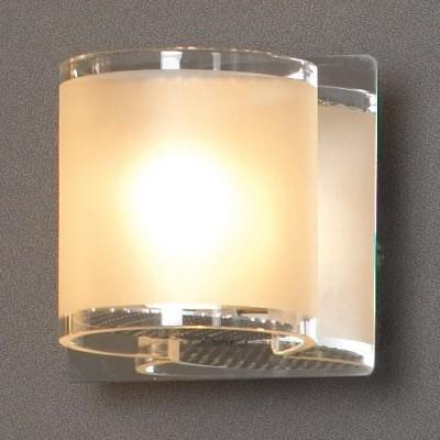 Светильник Lussole LSQ-3401-01 Cappello хромСовременные<br>Настенно-потолочные светильники подходят как для установки на стены, так и для установки на потолок. Для установки настенно-потолочные светильники на натяжные потолки необходимо<br><br>S освещ. до, м2: 3<br>Тип лампы: галогенная / LED-светодиодная<br>Тип цоколя: G9<br>Количество ламп: 1<br>Ширина, мм: 80<br>MAX мощность ламп, Вт: 40<br>Длина, мм: 80<br>Расстояние от стены, мм: 90<br>Оттенок (цвет): белый<br>Цвет арматуры: серебристый