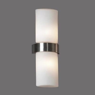 Светильник Lussole LSQ-9161-02 Genova никельСовременные<br>Светильники для ванных комнат отличаются повышенными требованиями электробезопасности<br><br>S освещ. до, м2: 6<br>Тип лампы: галогенная / LED-светодиодная<br>Тип цоколя: G9<br>Количество ламп: 2<br>Ширина, мм: 130<br>MAX мощность ламп, Вт: 40<br>Расстояние от стены, мм: 70<br>Высота, мм: 350<br>Оттенок (цвет): белый<br>Цвет арматуры: серебристый