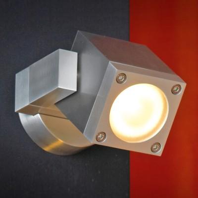 Светильник Lussole LSQ-9511-01 Vacri серебряный металлХай-тек<br>Настенно-потолочные светильники подходят как для установки на стены, так и для установки на потолок. Для установки настенно-потолочные светильники на натяжные потолки необходимо<br><br>S освещ. до, м2: 4<br>Тип лампы: галогенная / LED-светодиодная<br>Тип цоколя: GU10<br>Цвет арматуры: серый<br>Количество ламп: 1<br>Ширина, мм: 90<br>Расстояние от стены, мм: 130<br>Высота, мм: 70<br>MAX мощность ламп, Вт: 35