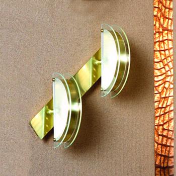 Светильник Lussole LSX-1001-02Хай-тек<br>В интернет-магазине «Светодом» представлен широкий выбор настенных бра по привлекательной цене. Это качественные товары от популярных мировых производителей. Благодаря большому ассортименту Вы обязательно подберете под свой интерьер наиболее подходящий вариант.  Оригинальное настенное бра Lussole LSX-1001-02 можно использовать для освещения не только гостиной, но и прихожей или спальни. Модель выполнена из современных материалов, поэтому прослужит на протяжении долгого времени. Обратите внимание на технические характеристики, чтобы сделать правильный выбор.  Чтобы купить настенное бра Lussole LSX-1001-02 в нашем интернет-магазине, воспользуйтесь «Корзиной» или позвоните менеджерам компании «Светодом» по указанным на сайте номерам. Мы доставляем заказы по Москве, Екатеринбургу и другим российским городам.<br><br>Тип лампы: накаливания / энергосбережения / LED-светодиодная<br>Тип цоколя: E14<br>MAX мощность ламп, Вт: 60<br>Диаметр, мм мм: 500<br>Высота, мм: 180<br>Цвет арматуры: серебристый