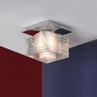 Светильник Lussole LSX-2507-01 Crevari хромНакладные точечные<br>Компактный и удобный светильник LUSSOLE LSX-2507-01 CREVARI является универсальным, т.к. подойдет для  любой небольшой площади. Он идеально впишется в гардеробную,  на кухню для освещения рабочих поверхностей, также с его помощью вы сможете сделать подсветку, например, стеклянных полок или настенного зеркала. Стильный хрустальный корпус подчеркивается потолочным креплением такой же квадратной формы. Плафон цилиндрический, поэтому создаваемый свет получается направленным и ярким. Дизайн этого светильника позволит ему быть неотъемлемой частью любого современного интерьера!<br><br>S освещ. до, м2: 3<br>Тип лампы: галогенная<br>Тип цоколя: G9<br>Количество ламп: 1<br>Ширина, мм: 120<br>MAX мощность ламп, Вт: 40<br>Длина, мм: 120<br>Высота, мм: 110<br>Оттенок (цвет): кристальный<br>Цвет арматуры: серебристый хром