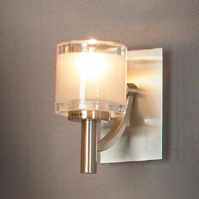 Светильник Lussole LSC-6001-01 VittoritoМодерн<br>Миниатюрный настенный светильник Lussole LSC-6001-01 Vittorito прекрасно дополнит современный интерьер! С его помощью Вы сможете создать подсветку пространства площадью до 3 кв.м., выделить и подчеркнуть, например, картину, стеклянную полку с сувенирами или семейными фотографиями, архитектурные особенности комнаты - нишу, арку и т.п. Светлые оттенки делают бра великолепно подходящим в любую цветовую гамму, а в сочетании с люстрой, торшером и настольной лампой из этой же серии, Ваш интерьер преобразится, станет выглядеть гармонично, целостно и стильно!<br><br>S освещ. до, м2: 3<br>Тип товара: Светильник настенный бра<br>Скидка, %: 26<br>Тип лампы: галогенная / LED-светодиодная<br>Тип цоколя: G9<br>Количество ламп: 1<br>Ширина, мм: 70<br>MAX мощность ламп, Вт: 40<br>Расстояние от стены, мм: 130<br>Высота, мм: 130<br>Оттенок (цвет): белый<br>Цвет арматуры: серый