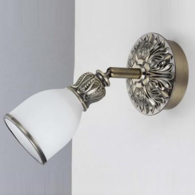 Светильник спот Lamplandia 91739 ValeryОдиночные<br>Спот с литым металлическим основанием  в цвете античная латунь с плафоном из белого матового стекла.<br><br>S освещ. до, м2: 2<br>Крепление: настенный<br>Тип лампы: накал-я - энергосбер-я<br>Тип цоколя: E14<br>Количество ламп: 1<br>Ширина, мм: 100<br>MAX мощность ламп, Вт: 40<br>Расстояние от стены, мм: 210<br>Высота, мм: 100<br>Цвет арматуры: серый