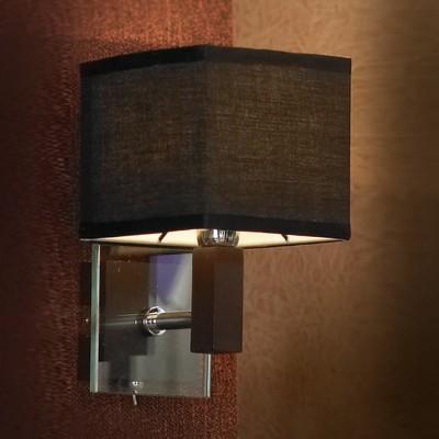 Светильник Lussole Lsf-2571-01Современные<br>В интернет-магазине «Светодом» представлен широкий выбор настенных бра по привлекательной цене. Это качественные товары от популярных мировых производителей. Благодаря большому ассортименту Вы обязательно подберете под свой интерьер наиболее подходящий вариант.  Оригинальное настенное бра Lussole LSF-2571-01 можно использовать для освещения не только гостиной, но и прихожей или спальни. Модель выполнена из современных материалов, поэтому прослужит на протяжении долгого времени. Обратите внимание на технические характеристики, чтобы сделать правильный выбор.  Чтобы купить настенное бра Lussole LSF-2571-01 в нашем интернет-магазине, воспользуйтесь «Корзиной» или позвоните менеджерам компании «Светодом» по указанным на сайте номерам. Мы доставляем заказы по Москве, Екатеринбургу и другим российским городам.<br><br>S освещ. до, м2: 2<br>Тип лампы: накаливания / энергосбережения / LED-светодиодная<br>Тип цоколя: E14<br>Количество ламп: 1<br>MAX мощность ламп, Вт: 40<br>Выступ, мм: 170<br>Высота, мм: 220<br>Оттенок (цвет): черный<br>Цвет арматуры: серебристый