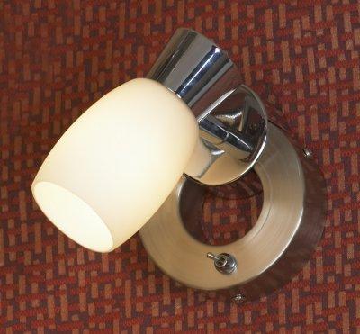 Светильник Lussole Lsq-2601-01Одиночные<br>Светильники-споты – это оригинальные изделия с современным дизайном. Они позволяют не ограничивать свою фантазию при выборе освещения для интерьера. Такие модели обеспечивают достаточно качественный свет. Благодаря компактным размерам Вы можете использовать несколько спотов для одного помещения.  Интернет-магазин «Светодом» предлагает необычный светильник-спот Lussole LSQ-2601-01 по привлекательной цене. Эта модель станет отличным дополнением к люстре, выполненной в том же стиле. Перед оформлением заказа изучите характеристики изделия.  Купить светильник-спот Lussole LSQ-2601-01 в нашем онлайн-магазине Вы можете либо с помощью формы на сайте, либо по указанным выше телефонам. Обратите внимание, что мы предлагаем доставку не только по Москве и Екатеринбургу, но и всем остальным российским городам.<br><br>S освещ. до, м2: 3<br>Тип лампы: накал-я - энергосбер-я<br>Тип цоколя: E14<br>Количество ламп: 1<br>MAX мощность ламп, Вт: 40<br>Цвет арматуры: серый