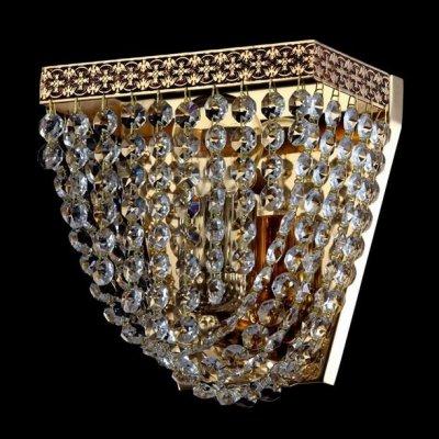 Светильник Maytoni M583-WB1-G QuadratoХрустальные<br>Изображенное на фото хрустальное бра немецкой компании Майтони поражает своим великолепным дизайном. Золотого цвета арматура в сочетании с хрустальными подвесками придает изделию торжественный вид. Хрустальное бра Maytoni Diamant Crystal M583-WB1-G по указанной стоимости можно купить для интерьера гостиной или зала, выполненного в классическом стиле. Для работы светильника потребуется одна лампа с цоколем Е27 и мощностью 60 Ватт. Данное бра компании Maytoni имеет высоту 210 миллиметров и ширину 180 миллиметров и демонстрирует оптимальное соотношение цены и качества.<br><br>S освещ. до, м2: 4<br>Тип лампы: накаливания / энергосбережения / LED-светодиодная<br>Тип цоколя: E27<br>Цвет арматуры: золотой<br>Количество ламп: 1<br>Ширина, мм: 180<br>Высота, мм: 210<br>MAX мощность ламп, Вт: 60