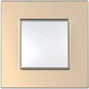 Рамка 1 пост бронза Unica Quadro (Schneider Electric) MGU6.702.56Pамки Quadro<br>Технические характеристикиЦвет: Медь.Посты: 1.Модульность: 2.Размер: 87 х 87 мм.Степень защиты: IP40.Дополнительная информация:Материал - ASA + PC.<br><br>Оттенок (цвет): бронза