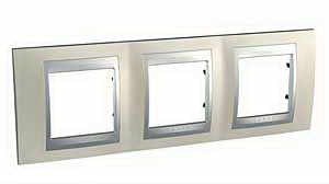 Unica Top Опал Рамка 3-ая MGU66.006.095Рамки TOP<br>Технические характеристикиЦвет: опал/алюминий.Посты: 3.Модульность: 6.Размер: 232,0?80,0 мм.Дополнительная информация:Рамка тройная серии Unica Top. Материал - металл. Предназначена для горизонтальной установки.<br><br>Оттенок (цвет): серебристый