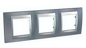 Unica Top Грэй Рамка 3-ая MGU66.006.097Рамки TOP<br>Технические характеристикиЦвет: грэй/алюминий.Посты: 3.Модульность: 6.Размер: 232,0?80,0 мм.Дополнительная информация:Рамка тройная серии Unica Top. Материал - металл. Предназначена для горизонтальной установки.<br><br>Оттенок (цвет): серый