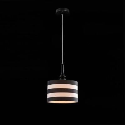 Люстра Maytoni MOD963-PL-01-B SailorОдиночные<br><br><br>Тип лампы: Накаливания / энергосбережения / светодиодная<br>Тип цоколя: E14<br>Количество ламп: 1<br>MAX мощность ламп, Вт: 40<br>Диаметр, мм мм: 270<br>Высота, мм: 350<br>Оттенок (цвет): Черный<br>Цвет арматуры: Черный